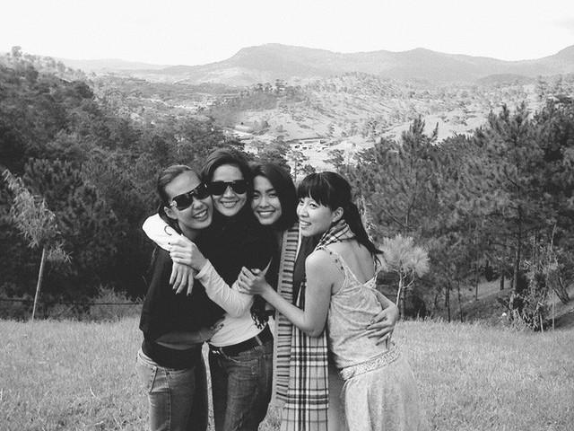 Hơn 10 năm qua, tình bạn của Tăng Thanh Hà - Thân Thúy Hà - Bùi Việt Hà - Thùy Trang vẫn bền chặt, họ luôn ở cạnh nhau từ những giây phút vui vẻ, hạnh phúc tới khó khăn nhất.