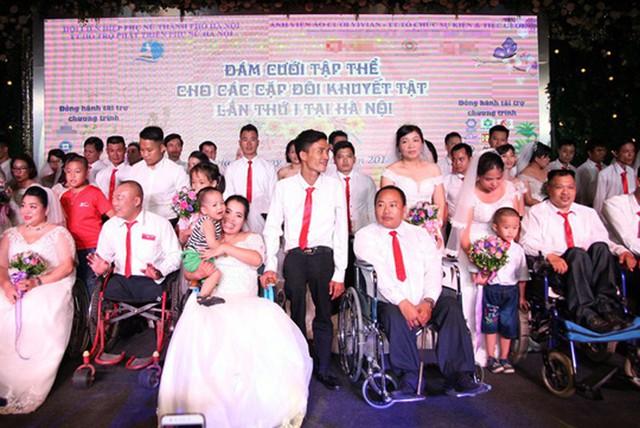 41 cặp đôi khuyết tật được tổ chức đám cưới tập thể năm 2018.
