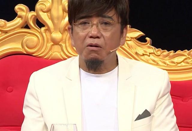 Trong một chương trình truyền hình, Hồng Tơ từng chia sẻ khi nổi tiếng, tuổi lại còn trẻ nên Hồng Tơ nói mình bị ngông cuồng, háo thắng và chẳng mấy chốc sa đà vào kiếp đỏ đen.