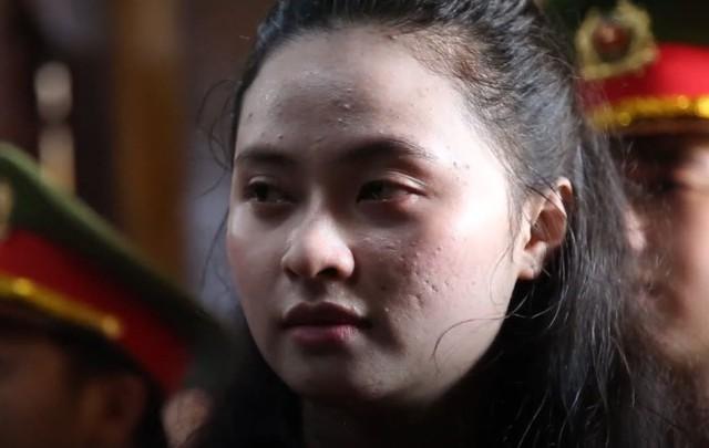 Ngọc Miu rơi nước mắt tại tòa. Ảnh: MTG