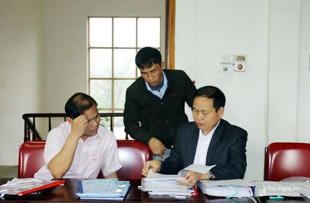 Chi cục Dân số - KHHGĐ tỉnh đi thẩm định xã giảm tỷ lệ sinh con thứ 3 ở xã Nghi Hợp (Nghi Lộc). Ảnh: Mỹ Hà