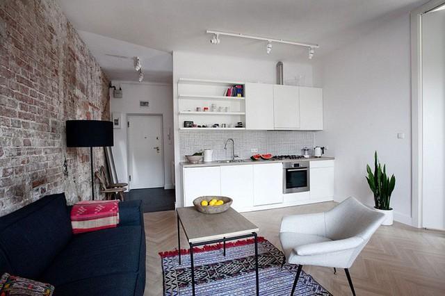 6. Phải chia không gian với phòng bếp, nhưng rõ ràng việc sử dụng thảm và những món nội thất nhỏ gọn đã giúp góc tiếp khách trở nên riêng biệt và đầy đủ tiện nghi.