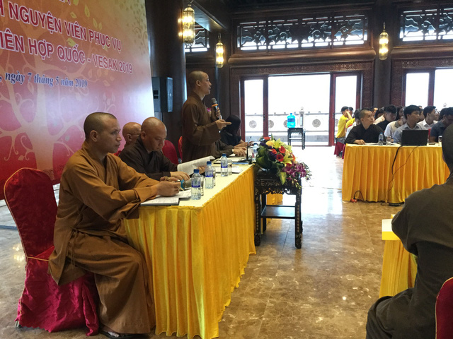 Thượng toạ Thích Minh Quang, Phó Tổng Thư ký Ban tổ chức phát biểu tại buổi tập huấn