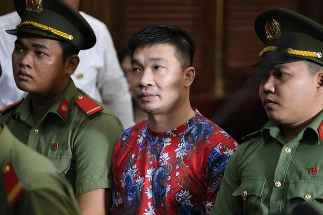 Ông trùm Văn Kính Dương (Hoàng béo, 39 tuổi, quê Hà Nội) tại phiên tòa