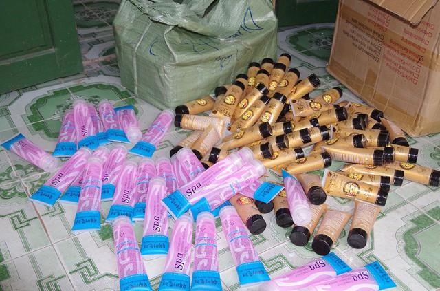 Số lượng mỹ phẩm không rõ nguồn gốc được lực lượng chức năng tỉnh Hưng Yên kịp thời phát hiện và bắt giữ.