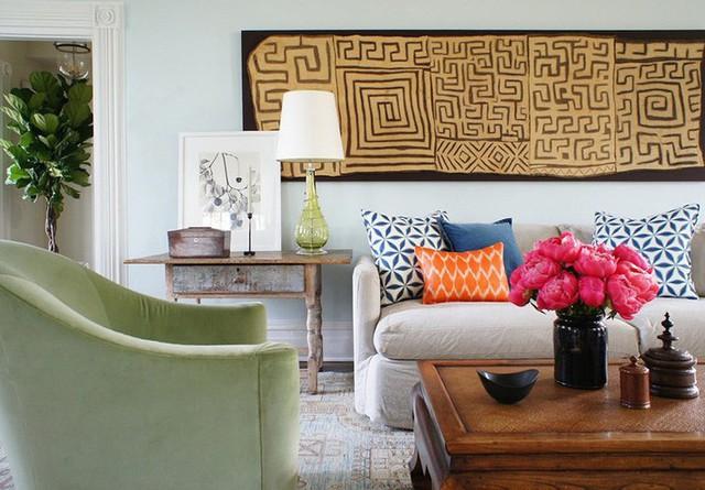Một bộ tranh treo tường với họa tiết ấn tượng như thế này là đủ thu hút sự chú ý của mọi vị khách đến nhà bạn rồi.