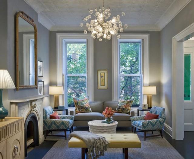Bạn đừng quên rằng những bộ đèn trang trí có tác dụng rất tốt trong việc tạo điểm nhấn bên trong phòng khách.