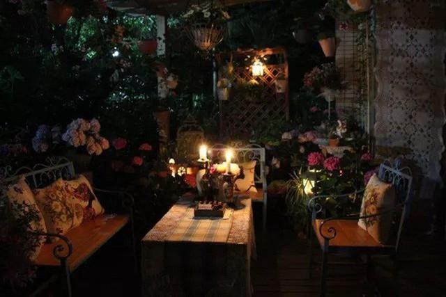 Không gian lãng mạn và ngọt ngào buổi tối.