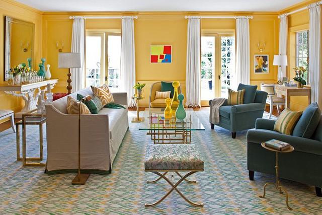 Khi bạn quyết định lựa chọn gam màu vàng tươi làm chủ đạo thì căn phòng khách đã đảm bảo độ nổi bật rồi.