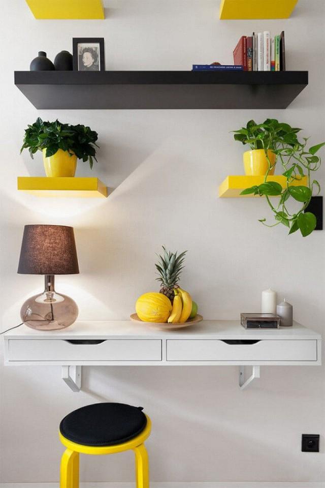 Màu vàng tươi từ các đồ dùng trong nhà tạo điểm nhấn cho toàn bộ không gian.