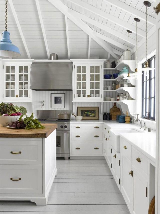 Với kiểu thiết kế này bạn cần nâng chiều cao của nhà bếp hơn so với kiểu bếp truyền thống khoảng 1 mét.