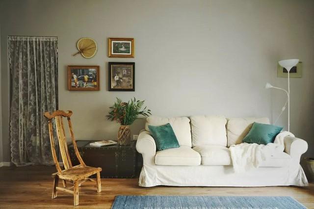 Một chút sắp đặt với bình hoa, tranh treo tường tạo nên không gian sinh hoạt chung đẹp nhẹ nhàng nhưng không kém phần ấn tượng.