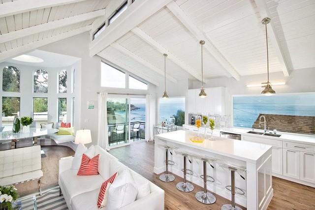 Với lượng cửa sổ nhiều hơn đồng nghĩa với việc căn bếp của gia đình nhận được nhiều ánh sáng tự nhiên từ bên ngoài hơn.