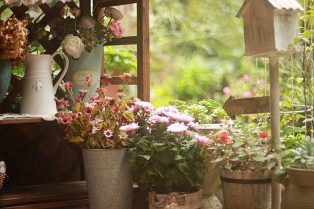 Không gian ngập tràn hương thơm cỏ hoa.