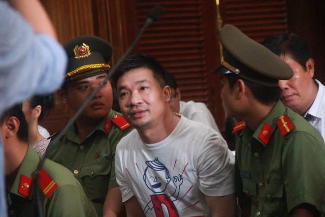 Luật sư bào chữa cho Văn Kính Dương đề nghị HĐXX xem xét việc cách ly bị cáo khỏi xã hội