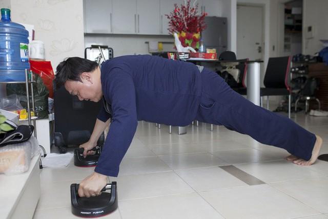 Thiếu bàn tay chăm sóc thường xuyên của vợ nhưng Chí Tài vẫn giữ nhà cửa gọn gàng, ngăn nắp.