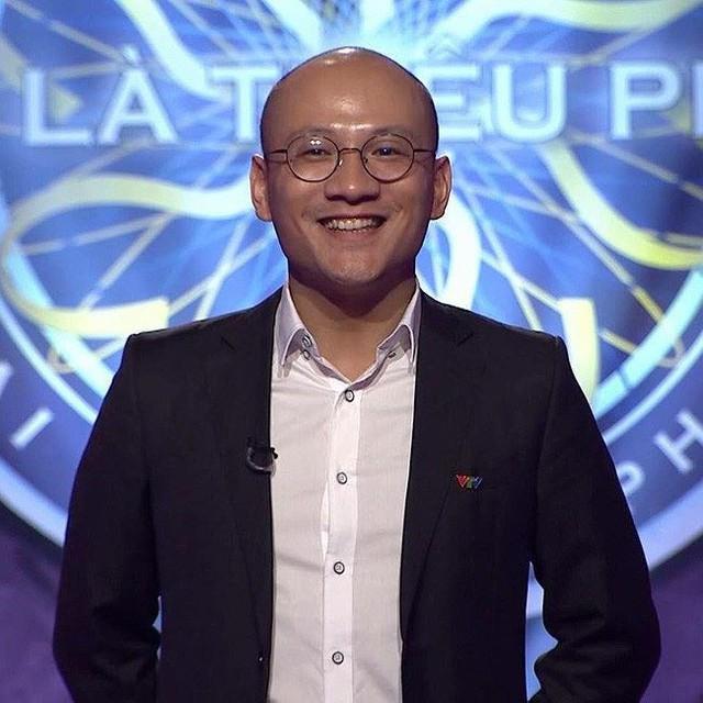 """Sau khi chính thức trở thành MC chương trình """"Ai là triệu phú"""" thay thế nhà báo Lại Văn Sâm, MC Phan Đăng luôn nhận được nhiều sự quan tâm từ khán giả, đặc biệt là về gia đình và vợ con."""