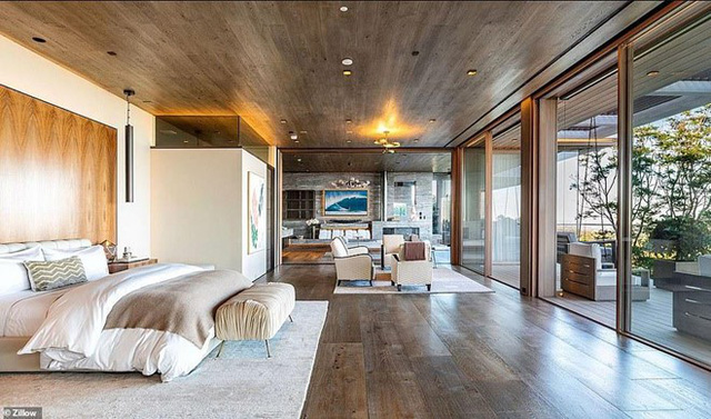 Biệt thự có 9 phòng ngủ, 15 phòng tắm, rạp hát trong nhà, studio nghệ thuật, hầm rượu và hồ bơi. Ảnh: Zillow.