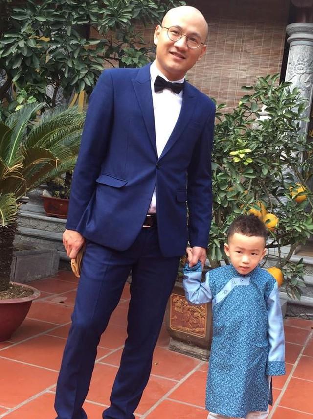 Trong khi đó, con trai đầu của Phan Đăng và Mỹ Linh là bé Xeko, bé được nhiều người nhận xét là rất đáng yêu, thông minh và lanh lợi giống người bố tài năng.