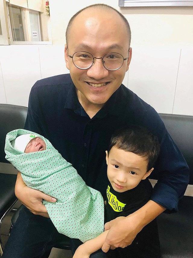 Mới đây, gia đình MC Ai là triệu phú vừa vui mừng chào đón thêm một thành viên mới.