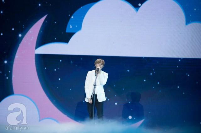 Khép lại đêm nhạc là sự xuất hiện của ngôi sao Ha Sung Woon từ Hàn Quốc