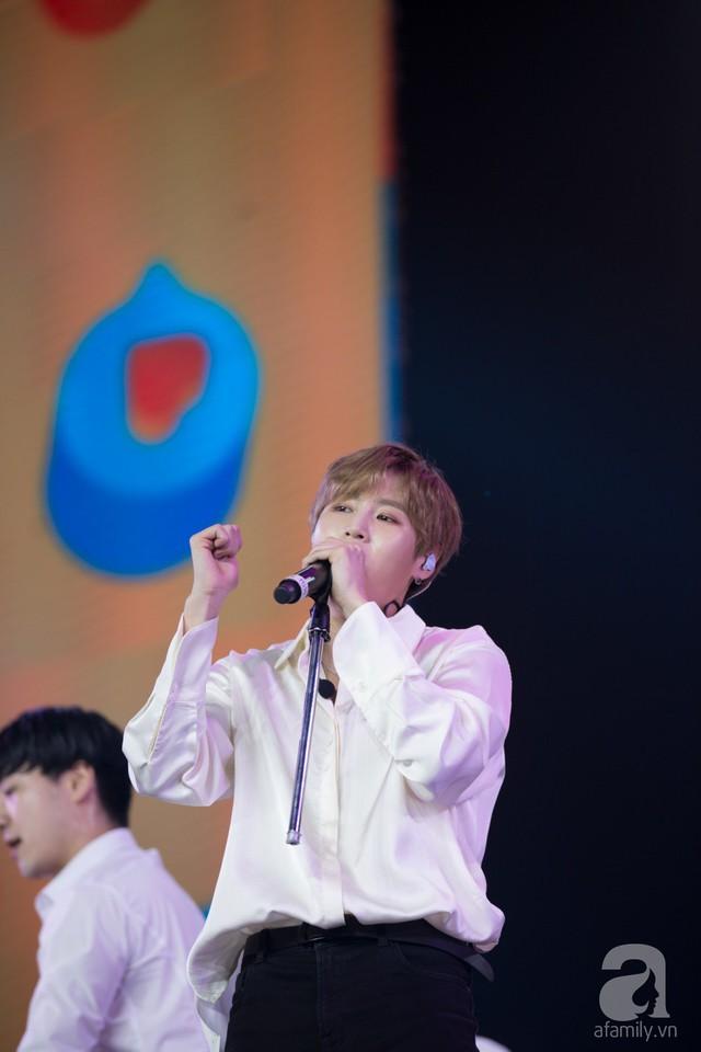 Nam ca sĩ khiến fan Việt phấn khích với loạt ca khúc Dont Forget, Bird & Tell Me I Love You.