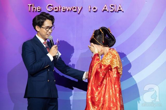 Chi Pu bật khóc vì cũng tại chính sân khấu này cách đây 2 năm cô đã bị khán giả la ó yêu cầu ngừng hát khi chính thức xuất hiện với vai trò ca sĩ.