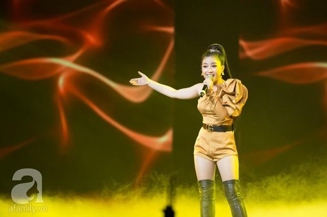 Nữ ca sĩ Dương Hoàng Yến da diết trong bản ballad Không phải em đúng không và Mình yêu nhau từ kiếp nào.