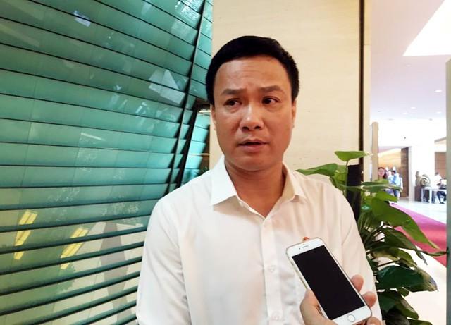 """Đại biểu Quốc hội Triệu Thế Hùng (đoàn Lâm Đồng) cho rằng, ngoài xử lý theo pháp luật nên sử dụng biện pháp """"trưng biển trước công luận""""."""