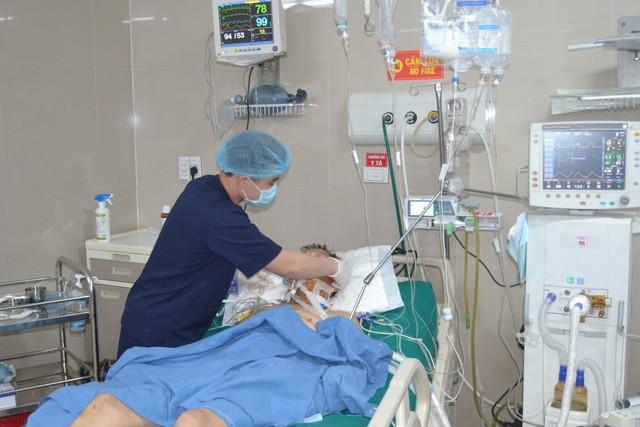 Cắt bỏ 1 mét ruột non của nam bệnh nhân bị chấn thương vùng kín do tai nạn giao thông - Ảnh 1.