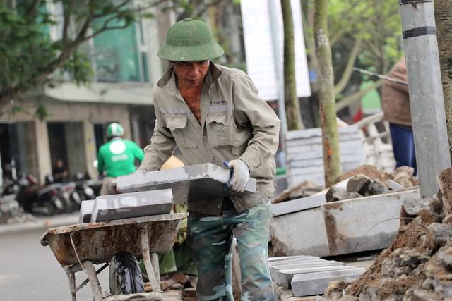 Anh Thông, 45 tuổi, quê ở Phú Thọ, cũng tương tự.