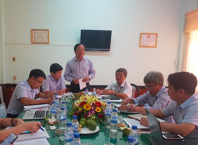 Tổng Cục trưởng Nguyễn Doãn Tú phát biểu tại cuộc họp giữa đoàn công tác Tổng cục DS - KHHGĐ với ngành Dân số tỉnh Quảng Ngãi. Ảnh: V.Thu
