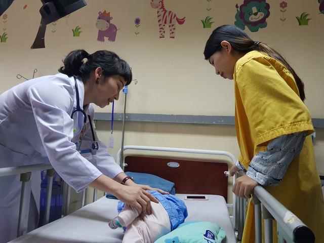 Hà Nội yêu cầu các bệnh viện thông báo công khai việc không thu tiền áo vàng, tiền quần áo người nhà bệnh nhân... Ảnh minh hoạ