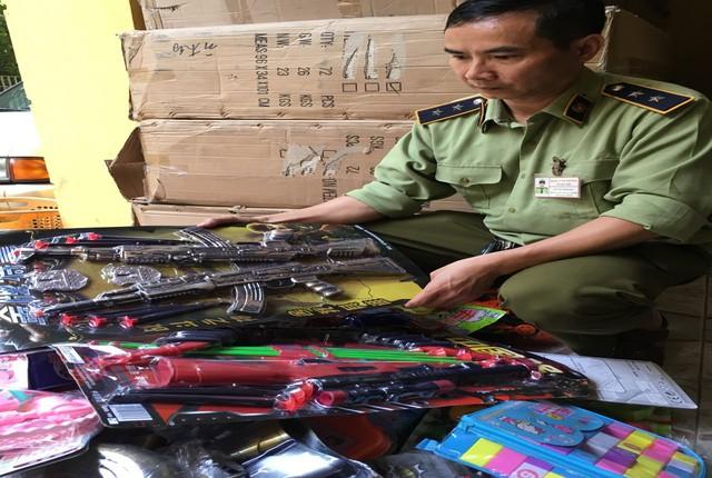 Lực lượng chức năng TP Hà Nội vừa phát hiện và tạm giữ hơn 20.000 sản phẩm hàng hóa là đồ chơi trẻ em các loại có nguy cơ ảnh hưởng tới sức khỏe, an toàn cho trẻ em, có tính chất bạo lực