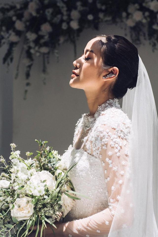 MC Phí Linh đẹp mong manh trong trang phục cô dâu trước ngày trọng đại.