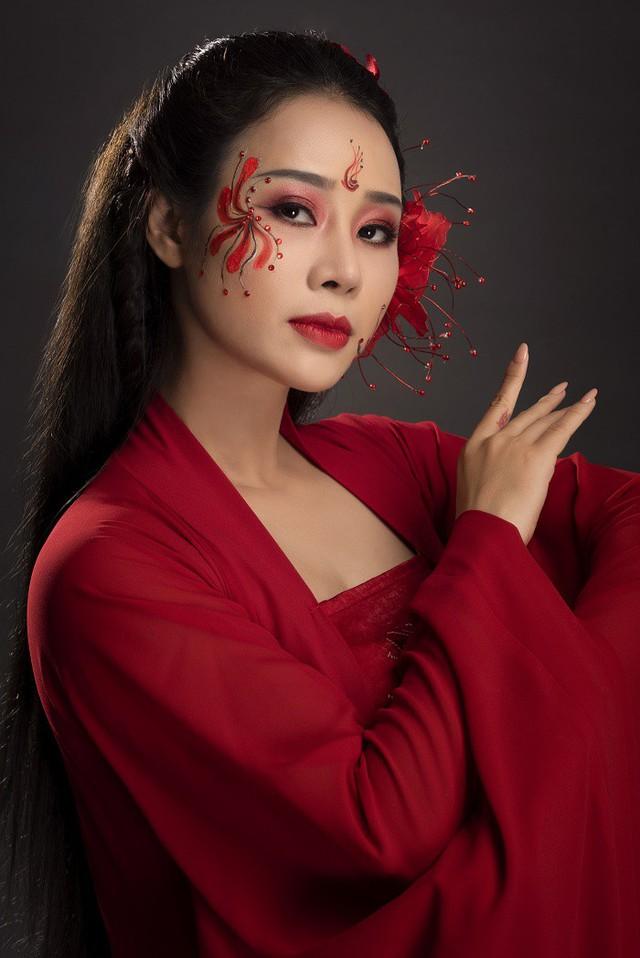 Nữ ca sĩ Hoa Trần.