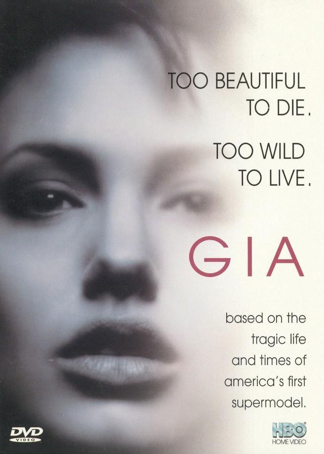 Poster bộ phim nói về cuộc đời Gia miêu tả về siêu mẫu đầu tiên thế giới: Quá đẹp để chết, quá nổi loạn để sống.