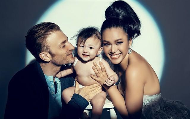 Gia đình hạnh phúc của ca sĩ Phương Vy.