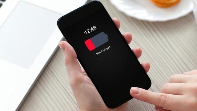 iPhone sẽ sạc lâu đầy hơn vào mùa hè. Ảnh: Prykhodov.