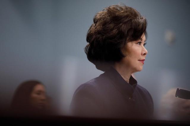 Bộ trưởng Giao thông Vận tải Elaine Chao là người giám sát ngành hàng hải Mỹ. Công ty vận tải gia đình bà, Foremost Group, có mối quan hệ sâu sắc với giới cấp cao Trung Quốc. Ảnh: New York Times.