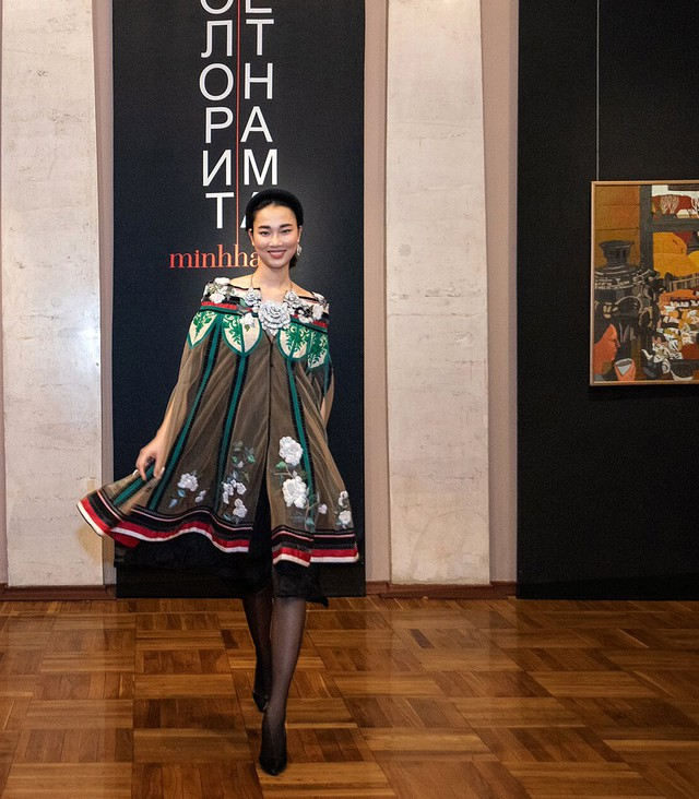 Các bộ trang phục trong buổi trình diễn của NTK Minh Hạnh được đánh giá rất độc đáo, ấn tượng
