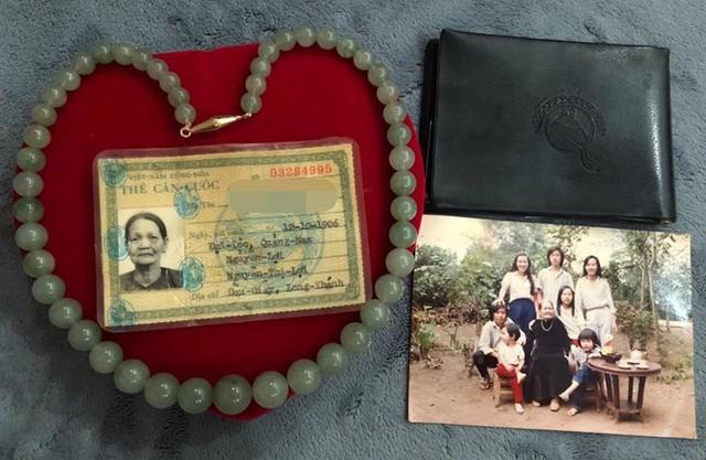 Nghệ sĩ Hoài Linh giữ kỷ vật của bà nội, coi đó như vật bất ly thân. Ảnh: FBNV.