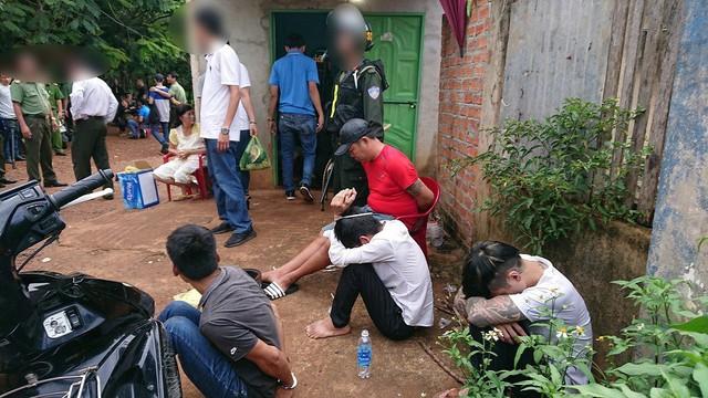 Nhiều đối tượng tại các tụ điểm ma túy bị tạm giữ để phục vụ điều tra.
