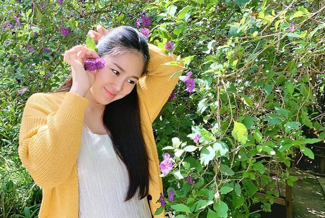 Lê Phương chia sẻ, đây là thời điểm hạnh phúc nhất của cô bởi tổ ấm viên mãn, sự nghiệp có nhiều dấu ấn sau thành công của phim Gạo nếp, gạo tẻ và vở kịch Tiên Nga.
