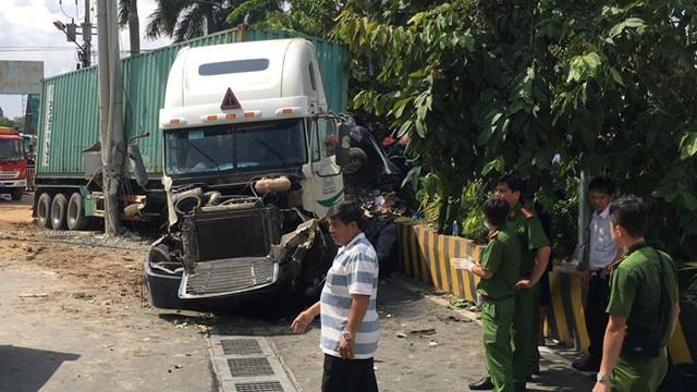 Cơ quan chức năng đang điều tra vụ tai nạn. Ảnh: Nguyễn Huy.