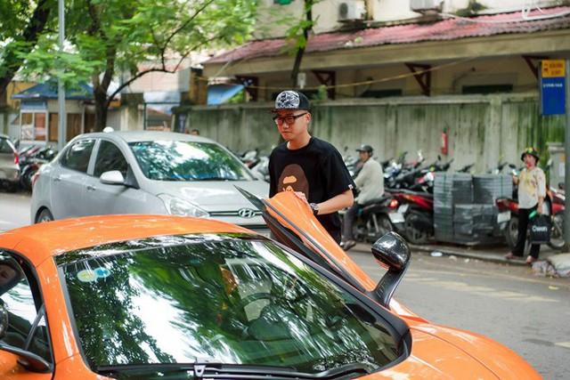 Năm 2017, khi Ngọc Thạch khai trương cơ sở kinh doanh tại Hà Nội, ông xã thiếu gia Đỗ Bình Dương đã xuất hiện trên chiếc chiếc siêu xe màu da cam gây chú ý cả một góc phố.