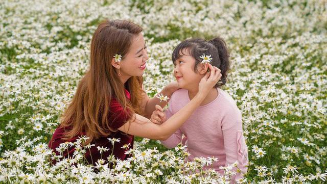 Diệp Chi hạnh phúc bên con gái của mình