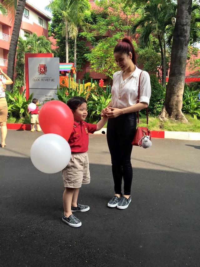 Con trai Tim và Trương Quỳnh Anh cũng học tại một trường Quốc tế lớn ở Sài Gòn