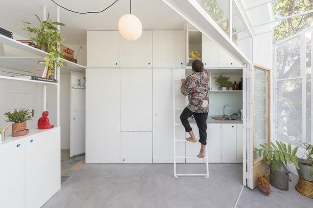 Rất nhiều không gian lưu trữ được đặt ở tủ bếp.