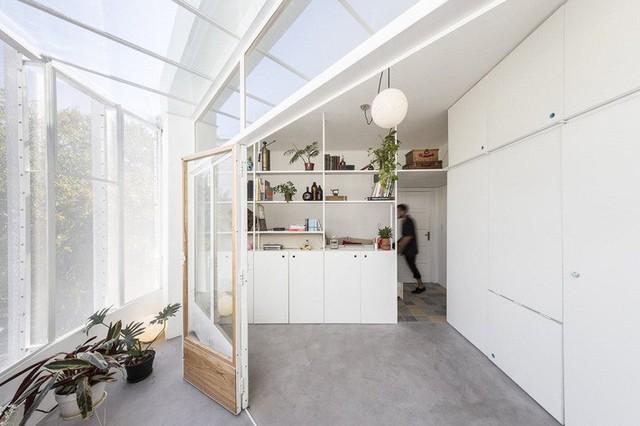 Không gian giữa phòng khách và ban công sẽ được sử dụng vô cùng linh hoạt.